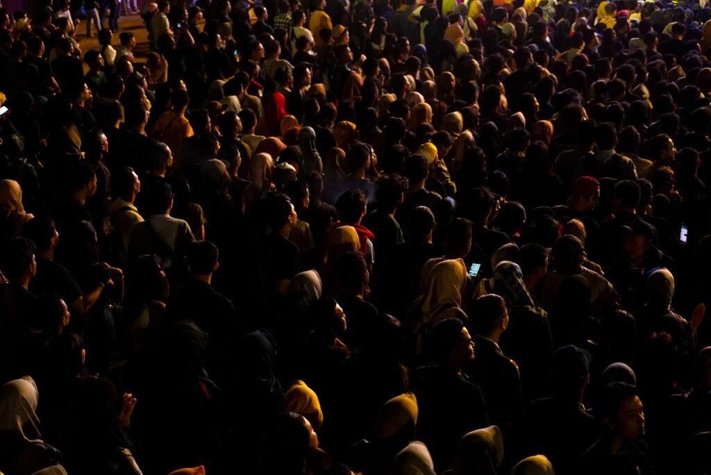 EARS - Audience in dark