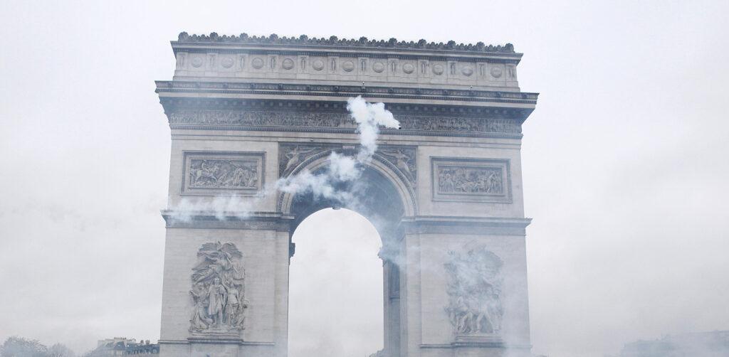 EARS-Arc-de-Triomphe-with-smoke laïcité