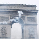 EARS-Arc-de-Triomphe-with-smoke laïcité
